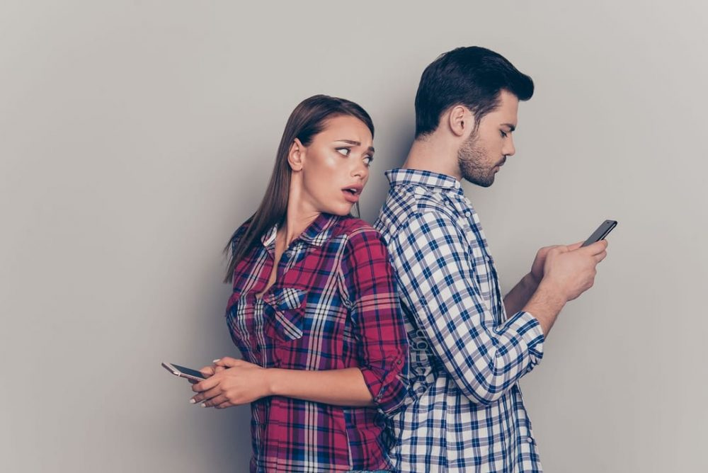 5 Signs Your Partner Is Using Facebook To Cheat On You