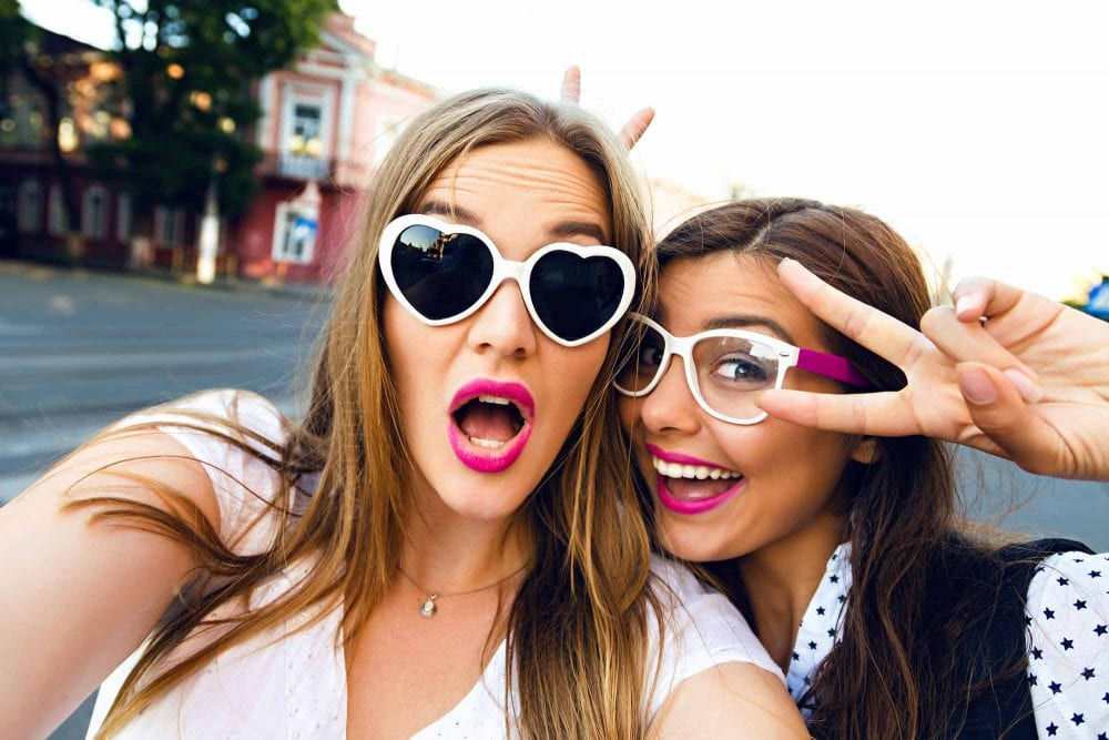 14 signs you and your bestie are an overly attached couple