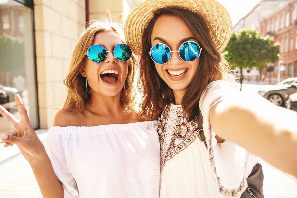 9 Clear Indications That Your Friend Is Also Your Soulmate
