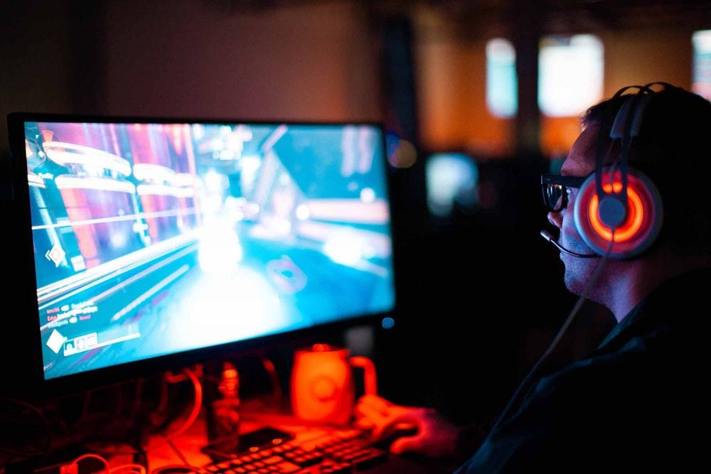 25 Surprisingly Good Reasons To Date A Gamer