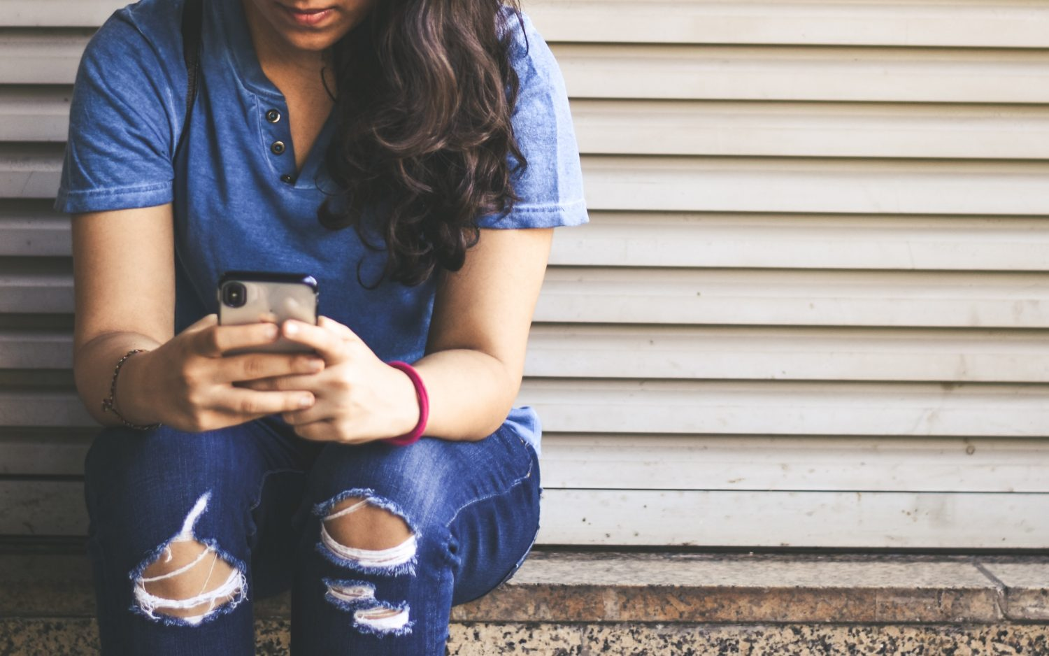 How to Text Your Crush – Easy Tips To Get the Conversation Started