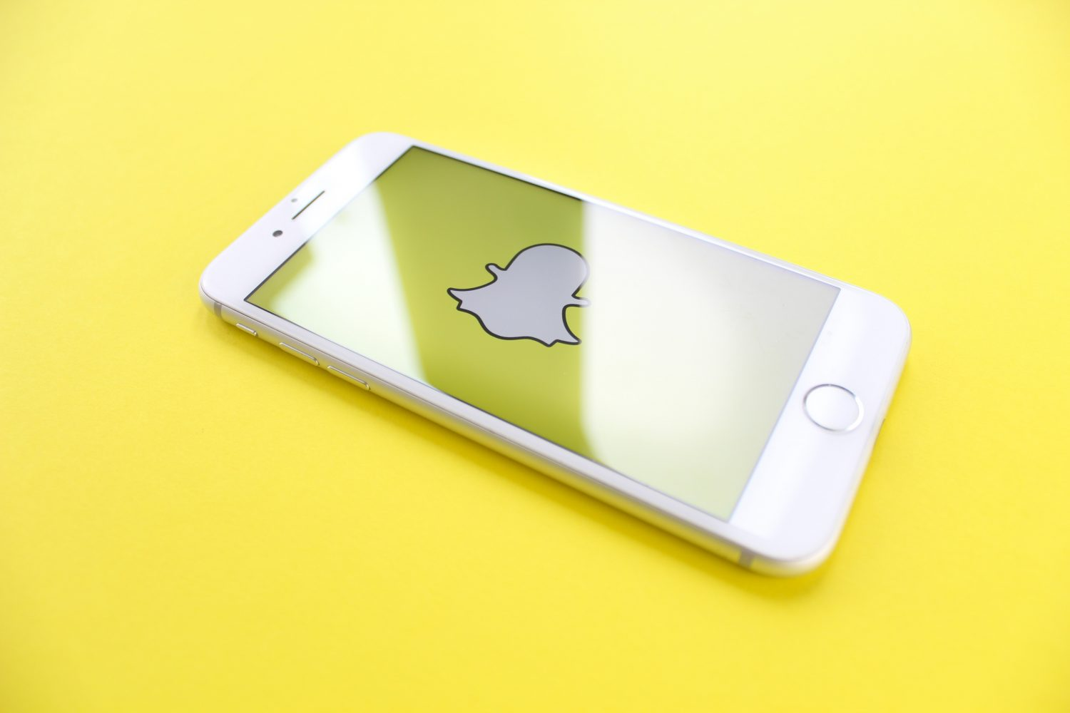 Snapchat Cheating: 10 Signs You Are A Victim And 6 Solutions