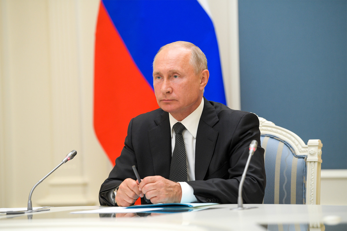 vladimir putin plans to step down next year amid health concerns, report claims