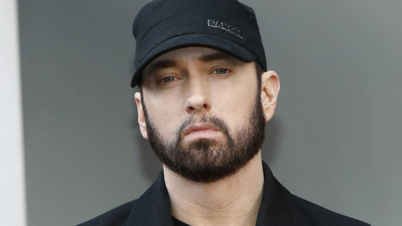 eminem apologises to rihanna in new album track