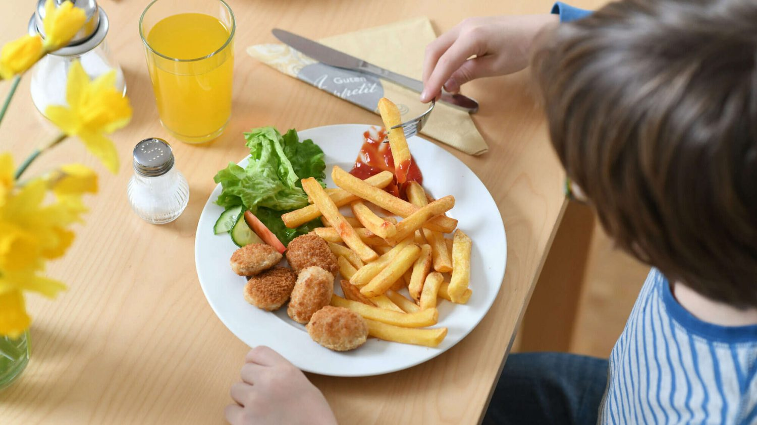 babysitter claims mum demanded £450 for 'emotional damages' after feeding veggie kids chicken nuggets