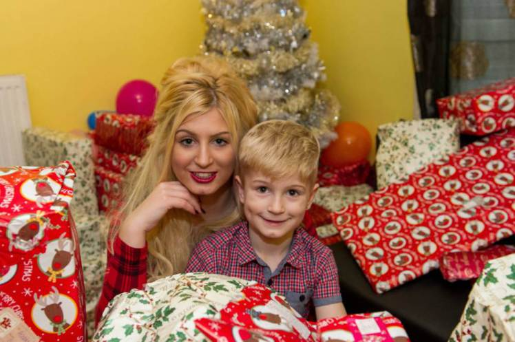 mom turns to porn so she can buy more christmas presents for her son