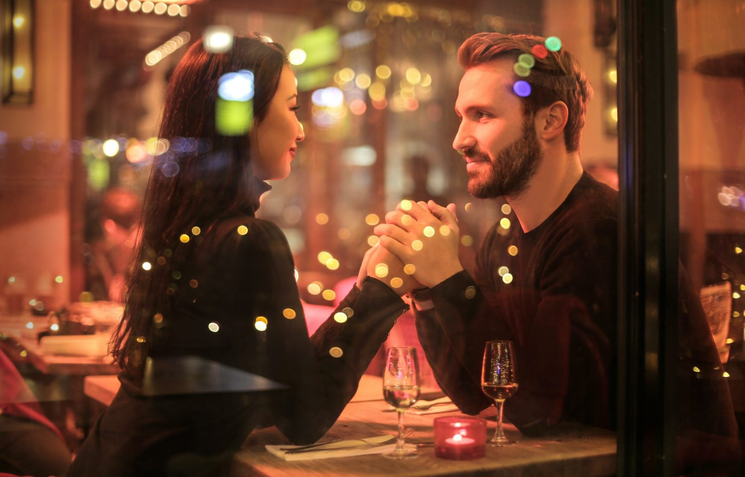 is it a date, or are you just hanging out? here are 10 ways to know where you stand