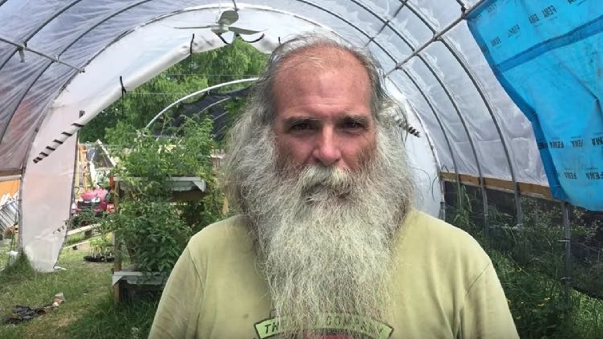 man creates gardens on abandoned land and grows free food for the poor in his community