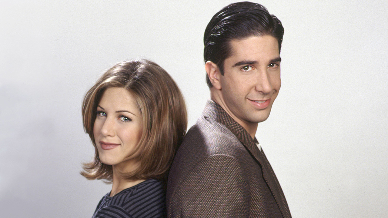 'friends' stars jennifer aniston, david schwimmer dating months after admitting 'crush' on each other: report